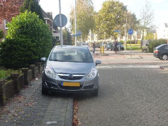 okt 2014: Als u noodgedwongen zo parkeert…