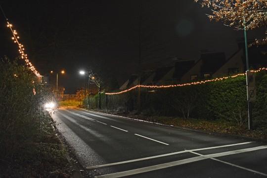 11 dec: Feestverlichting opgehangen