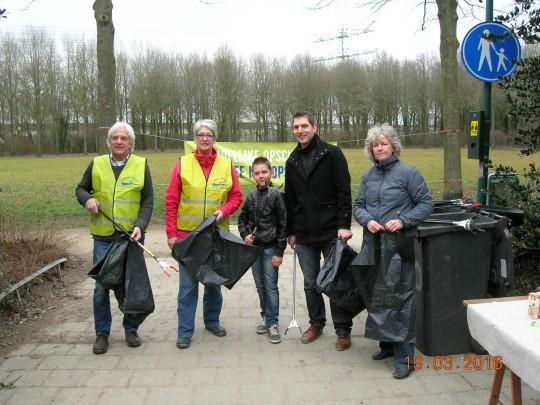 19 maart: Wethouder en bewoners ruimen (onze) rommel op