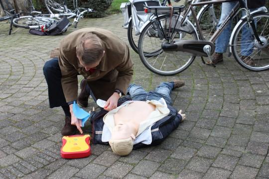 24 maart: Buren zijn sneller dan ambulances !