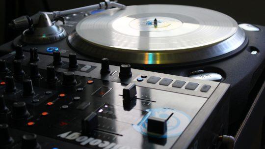 11 sept =  DJ PATRICK  !