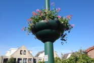 april: Hanging baskets zijn gevuld
