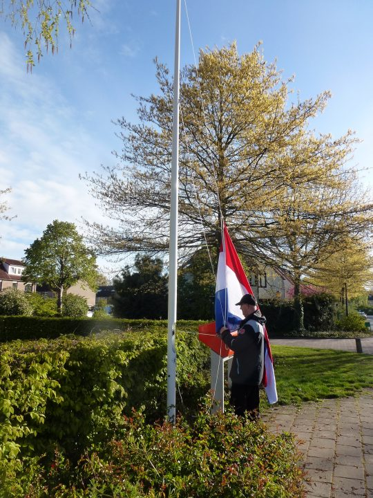 april: met vlag en wimpel