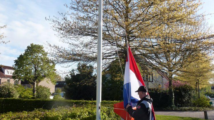 april: met vlag en wimpel