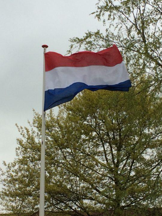 apr/mei: vlag vertoon
